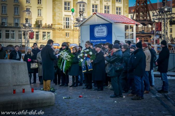 Fotos von Gedenken/Kranzniederlegung auf dem Altmarkt am 14.02.2015