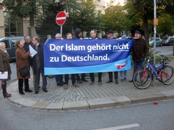 Der Islam gehört nicht zu Deutschland - Demonstration der AfD anlässlich eines Besuch von Altpräsident Christian Wulff