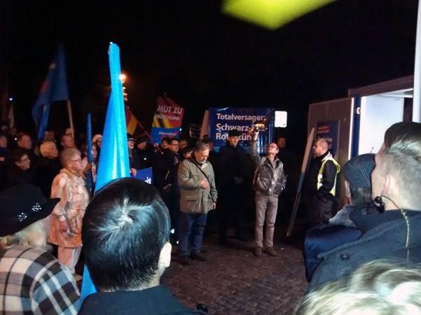 Bilder und Videos von Demo gegen die chaotische Asylpolitik 15.10.2015 Dresden Klotzsche, AfD gemeinsam mit Bürgerinitiative