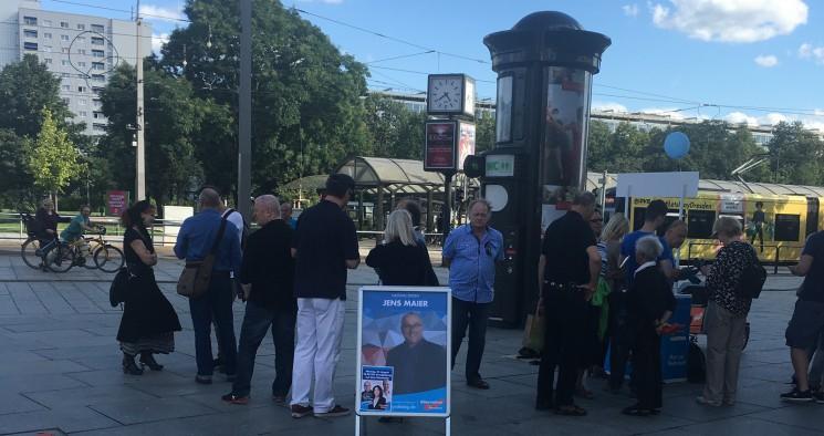 Dresdner AfD präsentiert sich am Rande des Stadtfestes