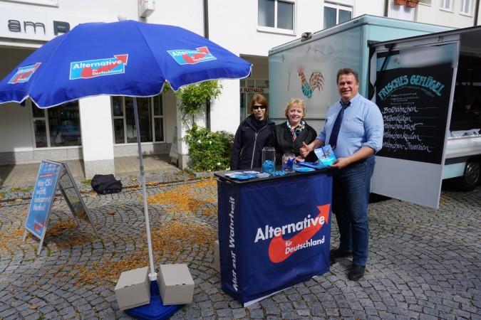 Mit Ohrstöpseln am Stachus / Wahlkampfhilfe in München