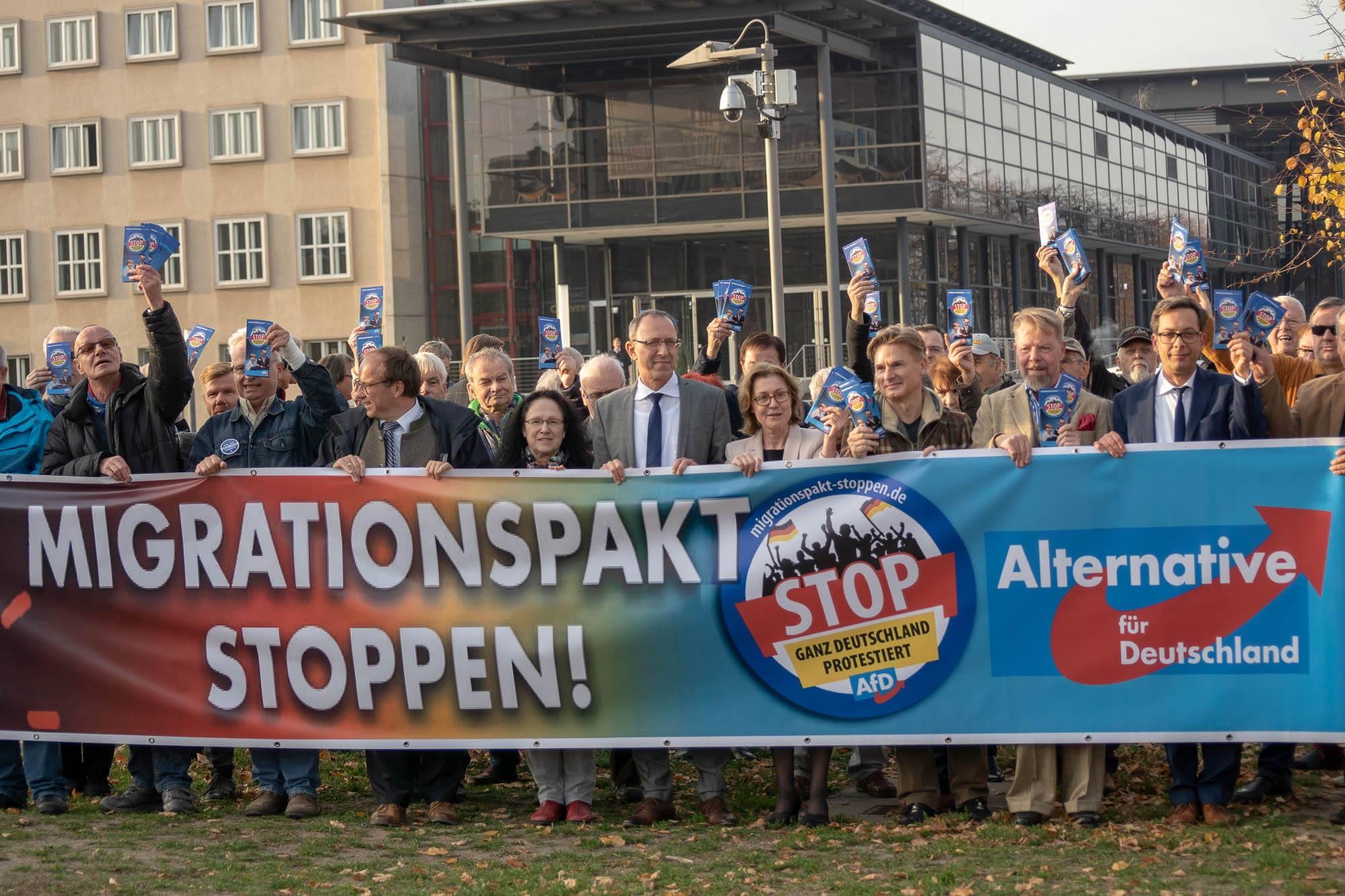 20181107 Demonstration vor dem Landtag Global Compact for Migration